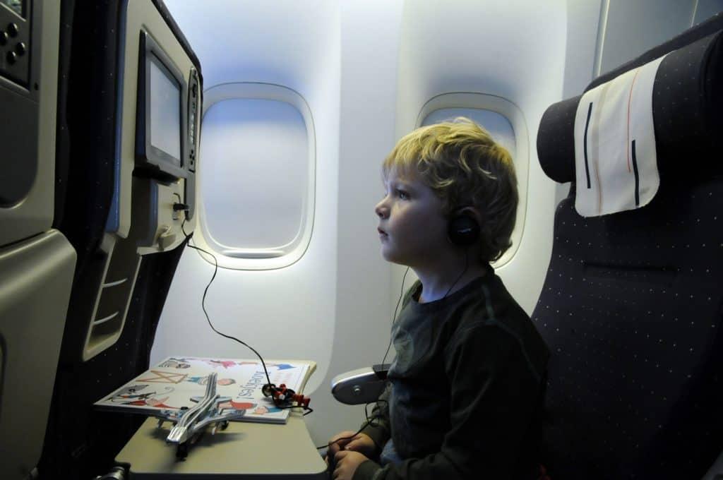 子供用ヘッドホンで機内対策